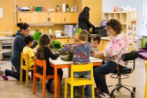 Inakindergarten, Raumfotos, Kita Flurweg, Kinder beim Kochen