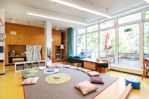 Inakindergarten, Raumfotos, Kita Lüneburger Strasse, Gruppenraum mit Sitzkissen