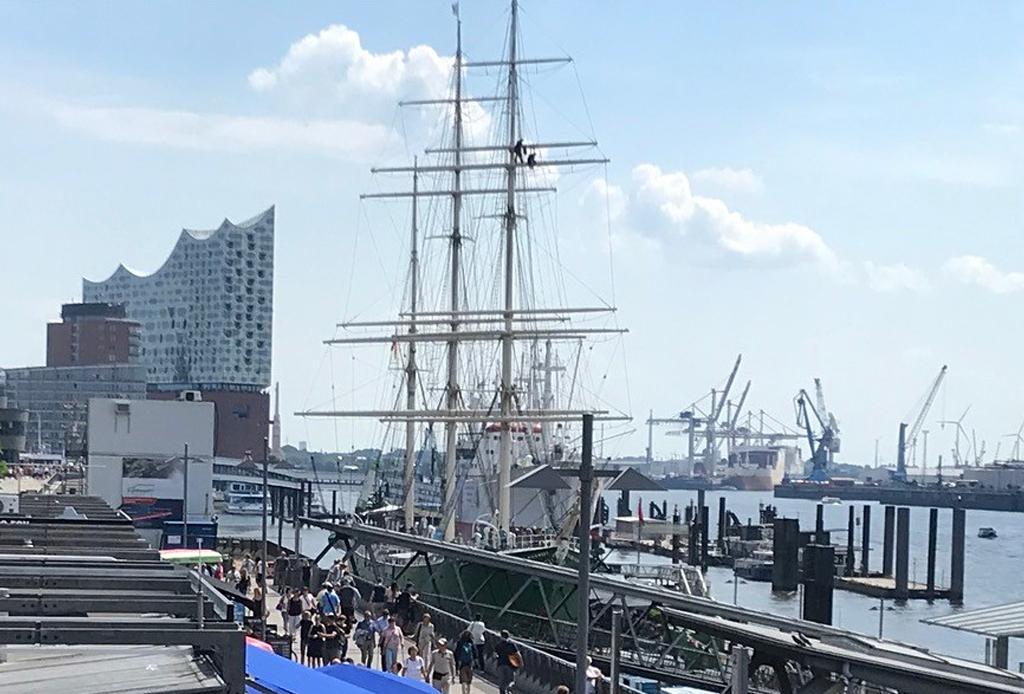 Führungsnachwuchs auf Fachexkursion in Hamburg