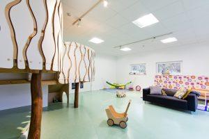 Inakindergarten, Raumfotos, Kita Finchleystrasse, Spielpodest
