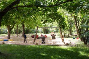 Inakindergarten, Raumfotos, Kita Finchleystrasse, Garten mit Schaukel