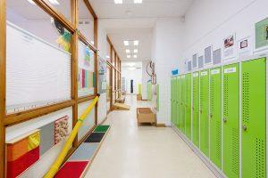 Inakindergarten, Raumfotos, Kita Bülowstrasse, Flur mit Garderobe