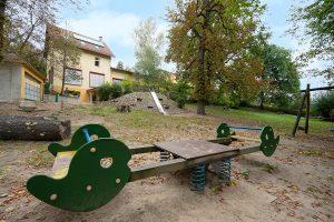 Inakindergarten, Raumfotos, Kita Seestraße, Garten mit Wippe